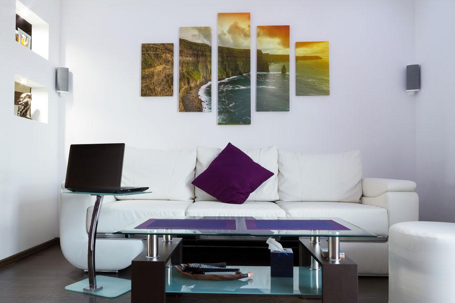 Ideas originales para colocar cuadros. Cómo lucir cuadros de forma original. Ideas para colocar cuadros en una pared.