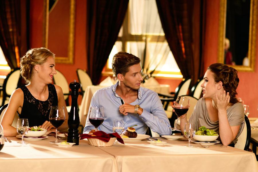 Conversaciones que debes evitar en la mesa. De qué temas no hay que hablar en la mesa? Conversaciones que debes evitar en una mesa formal