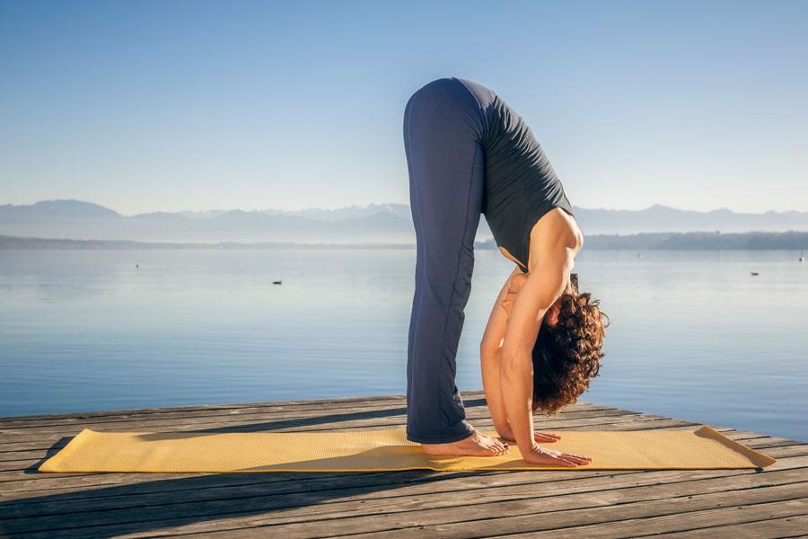 3 asanas de yoga para sanar el cuerpo y la mente. Cómo mejorar el cuerpo y la mente con yoga. Posturas de yoga para el cuerpo y mente