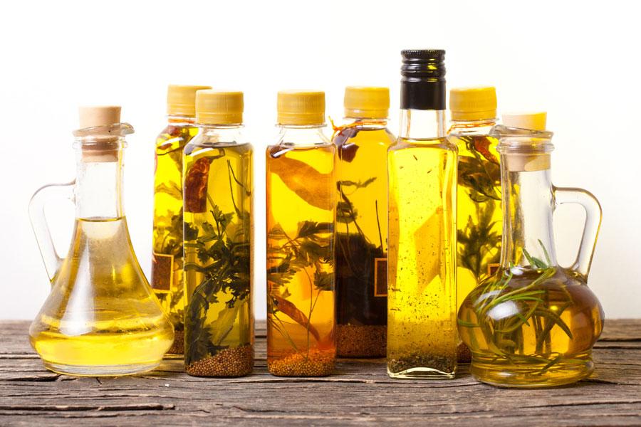 Cómo preparar aceites saborizados caseros. ingredientes para hacer aceites saborizados. Recetas para saborizar aceites.