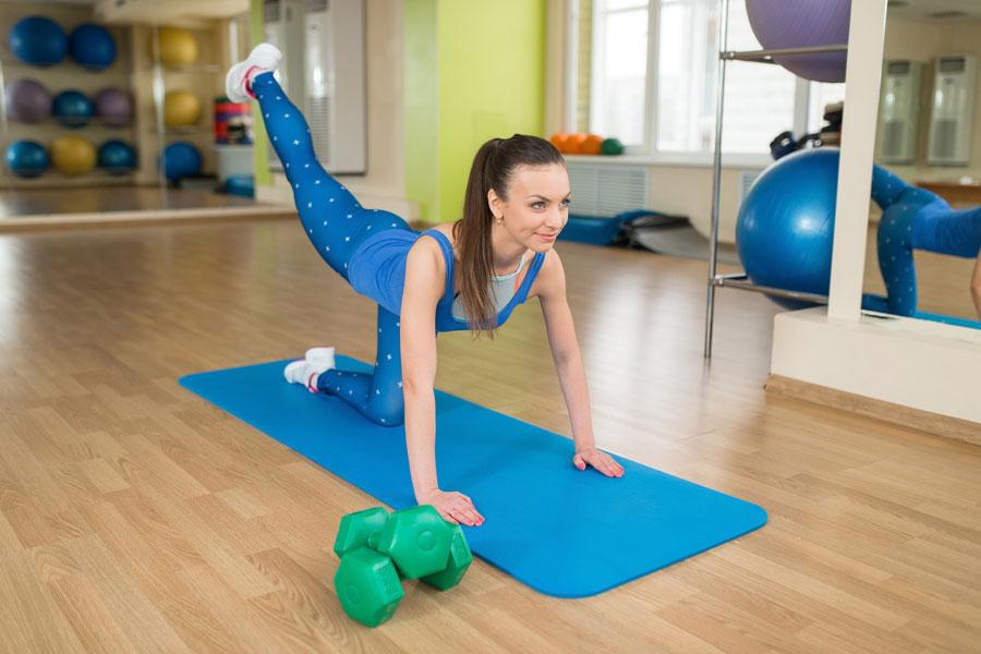 Cómo tonificar las piernas y gluteos con pilates. Ejercicios de pilates para tonificar la parte baja del cuerpo. Cómo fortalecer las piernas y glúteos