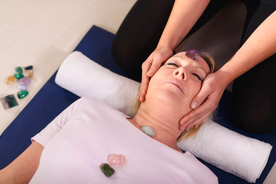 Cómo tratar enfermedades con gemoterapia. Beneficios de la gemoterapia. Qué piedras usar en gemoterapia. Terapia alternativa con piedras