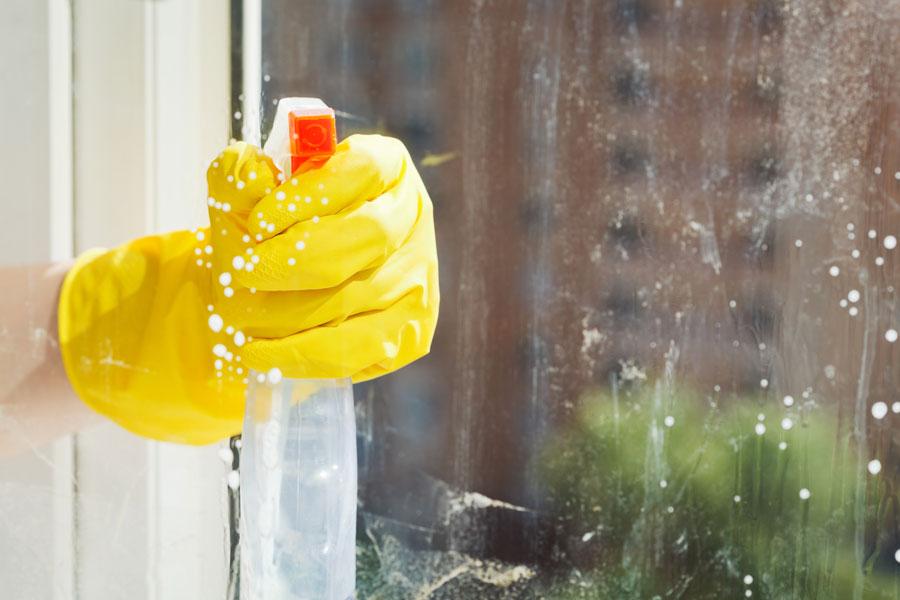 Remedio casero para limpiar ventanas - Limpia cristales casero ...