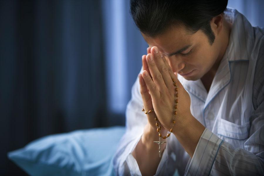 Como rezar el rosario. Oraciones para rezar el santo rosario. Qué oraciones se dicen al rezar el rosario