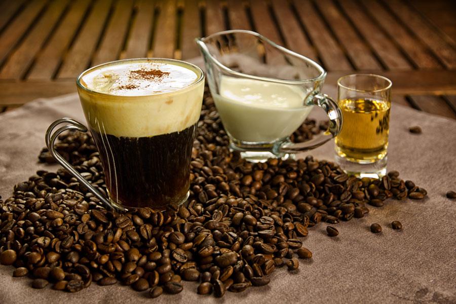Cómo preparar cafe irlandes con sirope de whisky. Receta de café irlandes con sirope de whisky. Receta de sirope de whisky y cafe irlandes