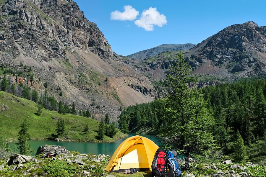 Cómo armar un equipo para acampar. Qué debes llevar en un equipo para acampar. Elementos básicos de un equipo para acampar