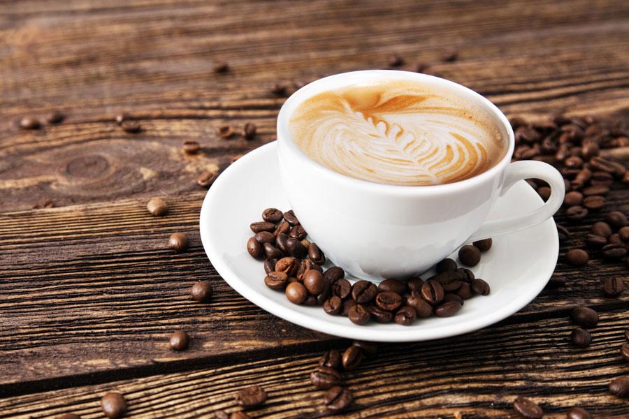 Cómo hacer un latte como los de starbucks. Recetas para preparar un café latte. Cómo hacer un café latte en casa.