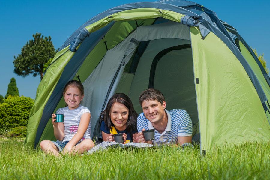 Consejos para organizar una acampada. Qué llevar en una acampada. Tips para planificar una acampada. Consejos para preparar una acampada