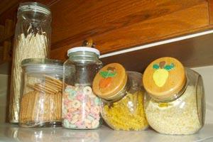El uso de los frascos de vidrio para conservar alimentos y objetos