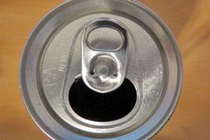 Reciclaje y ahorro: cortinas hechas con latas de aluminio