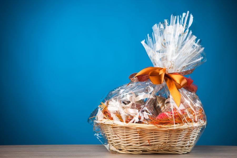 Cómo crear cestas de regalo. Cómo hacer canastas de regalo. Ideas para preparar canastas de regalo. Tips para hacer cestas de regalo personalizadas