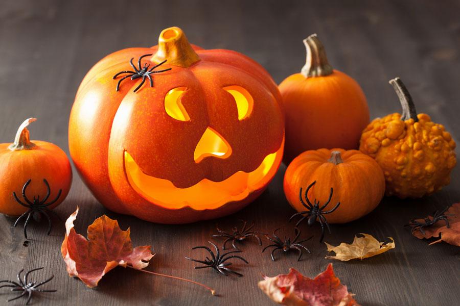 Cómo crear linternas para halloween con naranjas. Linternas de halloween hechas con naranjas. Cómo hacer linterpas de halloween con frutas