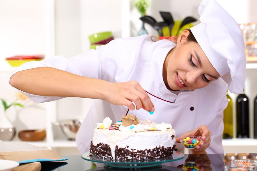 C mo decorar tortas for Como decorar una torta facil y rapido