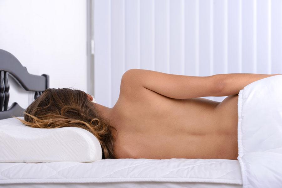 Ventajas de dormir desnudos. Por qué es bueno dormir desnudo? Beneficios de dormir sin ropa. Ventajas de dormir sin ropa