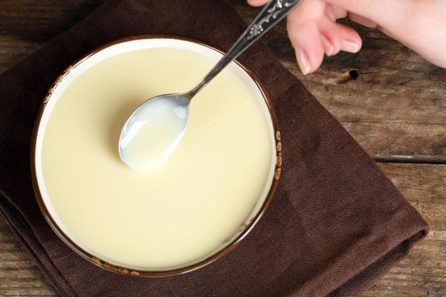 Cómo hacer leche condensada casera. Ingredientes para hacer leche condensada. Cómo preparar leche condensada casera.