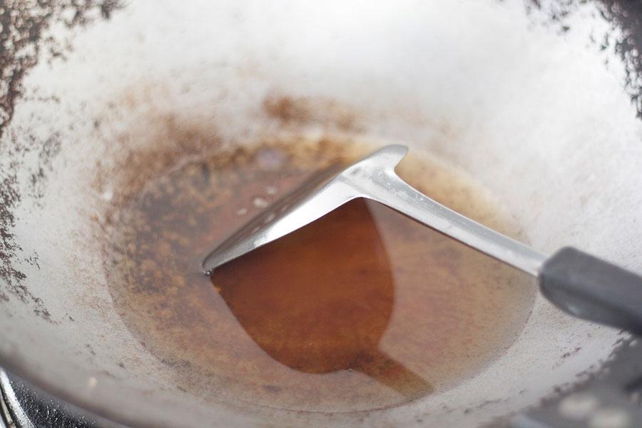 Guía para recuperar el aceite usado. Cómo limpiar el aceite usado para volver a cocinar. Consejos para reutilizar el aceite usado