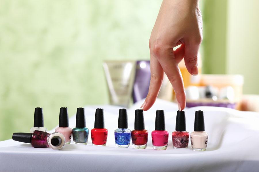 Cómo hacer que el esmalte de uñas dure más tiempo. Tips para que el esmalte dure más. Claves para que dure más tiempo el barniz de uñas
